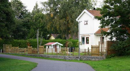 Nya staketet med trädgårdsentrén