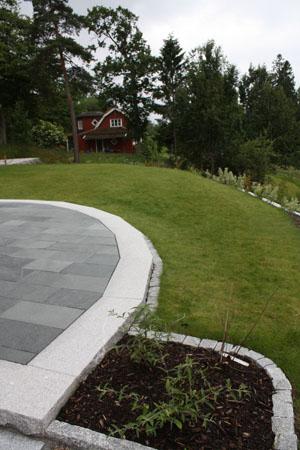 Skiffer kantat med granit